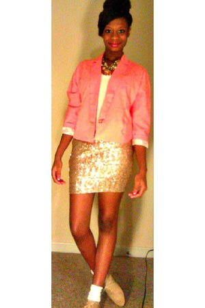 gold sequins skirt - beige pointy oxfords shoes - salmon one button blazer
