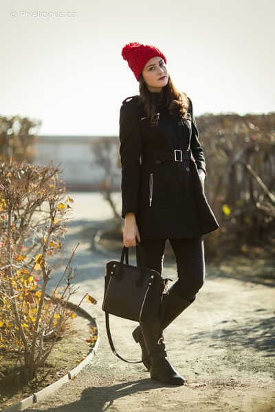 black le chateau boots - black Nisse coat - ruby red Bedo hat