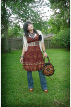brick red tribal print derek heart dress - navy Seven jeans - black vintage bag