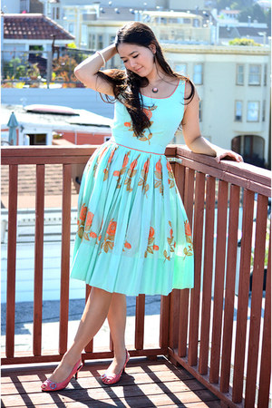 fit and flare vintage dress