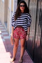 Topshop shorts - Bimba&Lola bag - Zara sunglasses - H&M jumper - pull&bear flats