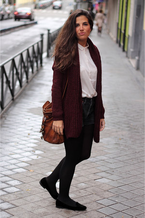 Zara cardigan - H&M shirt - Urban Outfitters bag - Levis shorts - Zara flats
