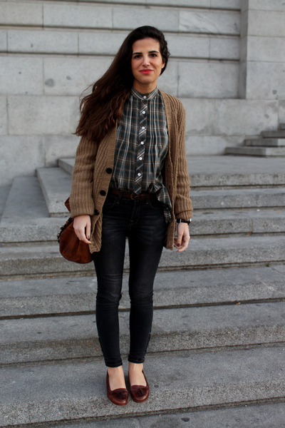 Zara cardigan - pull&amp;bear jeans - Zara shirt - Urban Outfitters bag