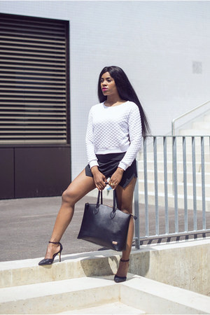 black calvin klein bag - white Nicolas Villani sweater - black Dailylook shorts