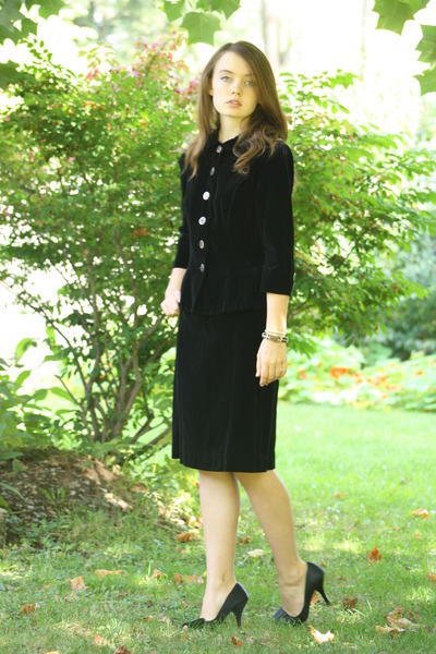 black 1940s velvet Wallflower Vintage suit - black thrifted heels