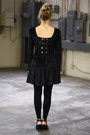 Black-fitted-velour-vintage-dress