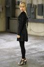 Black-fitted-velour-vintage-dress