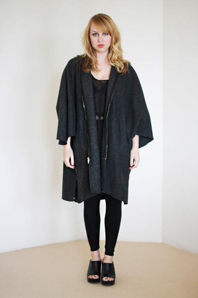 dark gray wool blended vintage from wemovevintage cape