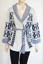 blue wrap style Vintage from We Move Vintage sweater