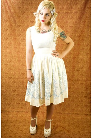 vintage dress - accessories