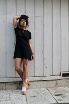 black vintage La Lune dress - black snapback We Are Massiv hat