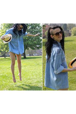beige H&M hat - sky blue Levis shirt