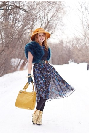 light yellow boots - gold hat - teal jacket - mustard bag