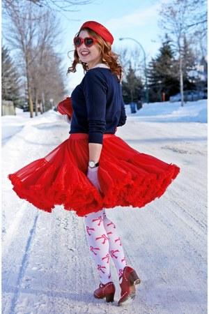 red tulle vintage skirt - red vintage hat - navy Forever 21 sweater