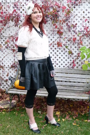 black leather Fluevog shoes - black lace Mac & Jac leggings