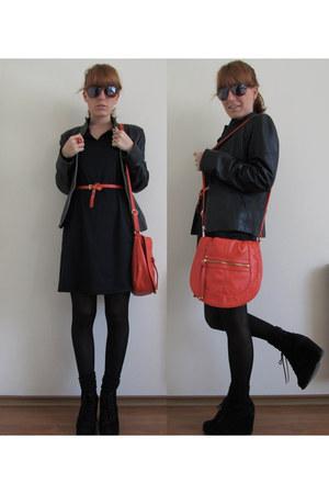 black vintage dress - carrot orange H&M bag - gold snake asos ring - carrot oran