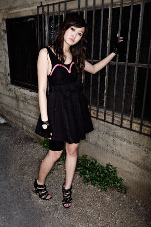 Black-hat-pink-alyssa-nicole-dress-white-tights-black-shoes