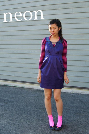 Pink-shirt-blue-dress-pink-socks-black-shoes