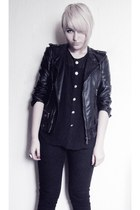black denim Levis jeans - black leather jacket thats it jacket
