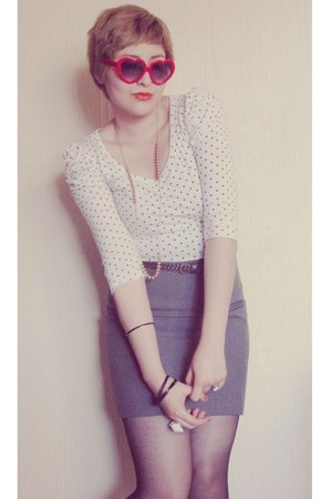 off white cotton vintage blouse - red heart vintage sunglasses