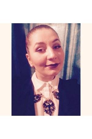 dark brown veritas necklace - black polyacryl H&M blazer