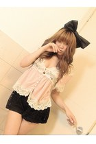 black Vivi shorts - light pink strawberry top - black hairbow f21 accessories