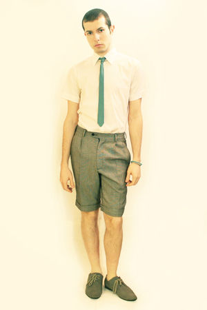 green vintage tie - white Zara shirt - gray vintage shorts - gray H&amp;M shoes - gr