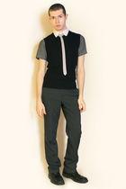 gray Hanjiro shirt - white Hanjiro tie - black vest - gray pants - black boots