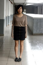 brown t-shirt - black HKR collections skirt - black shoes