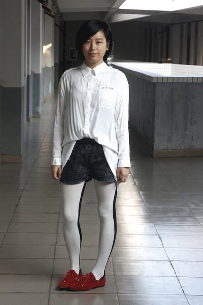 white chapel shirt - gray shorts - white tights - red shoes