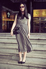 Charcoal-gray-sukiired-dress-dark-brown-marc-jacobs-sunglasses