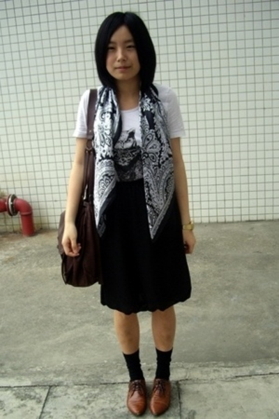 black scarf - brown NANING9 shoes - black Uniqlo socks - white owl  t-shirt
