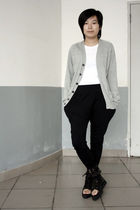 gray Uniqlo cardigan - white H&M t-shirt - black As know as pants - black shoes