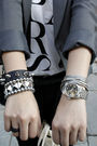 Gray-th-blazer-white-chapel-t-shirt-black-pants-black-purse-gray-rubi-sh