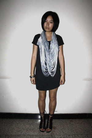 Zara scarf - H&M t-shirt - H&M bracelet - puzzle shoes