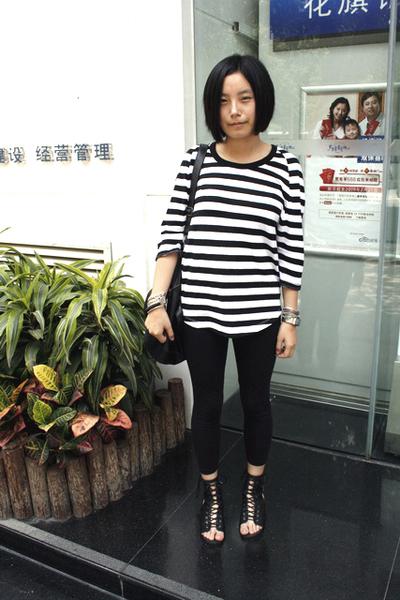 5cm t-shirt - dizen de brand purse - H&M bracelet - Mango leggings - puzzle shoe