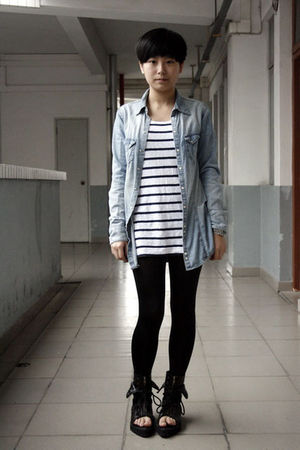 blue H&amp;M shirt - white H&amp;M t-shirt - black leggings - black shoes