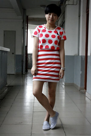 red TH t-shirt - red cotton on skirt - gray rubi shoes