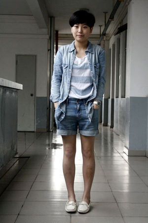 blue H&M shirt - blue BikBok t-shirt - blue Uniqlo shorts - white shoes