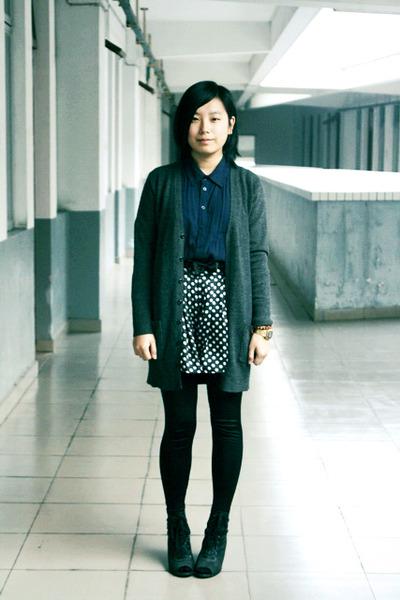 black la minette leggings - navy chapel shirt - black shorts