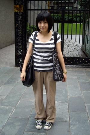 Izzue t-shirt - Izzue t-shirt - pants - Converse shoes