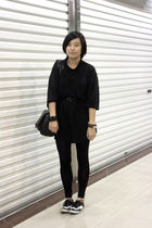black shirt - black belt - black bag - black H&M bracelet - black leggings - bla