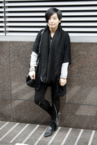 black H&M scarf - black OFIER cardigan - silver AVEC homme t-shirt - black dizen