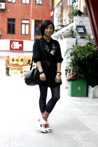 silver H&M necklace - black united colors of benetton shirt - black bag - blue c