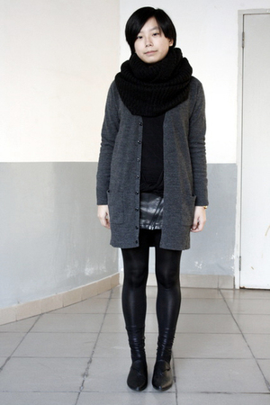 black H&M scarf - gray lisamina cardigan - gray twopercent blouse - black chapel