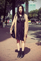 black Izzue dress - black DIZEN bag - camel Sukiired cardigan