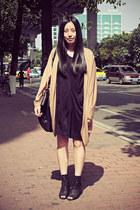 black Izzue dress - black DIZEN bag - camel Sukiired cardigan