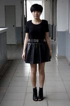 black baleno attitude t-shirt - black TH belt - black HKR collections skirt - bl