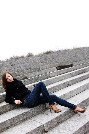 navy LTB jeans - black effigy jacket - mustard blink heels