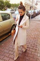 Verezo coat - Zara sweater - Celine bag - Alba heels - Oscar de la Renta pants